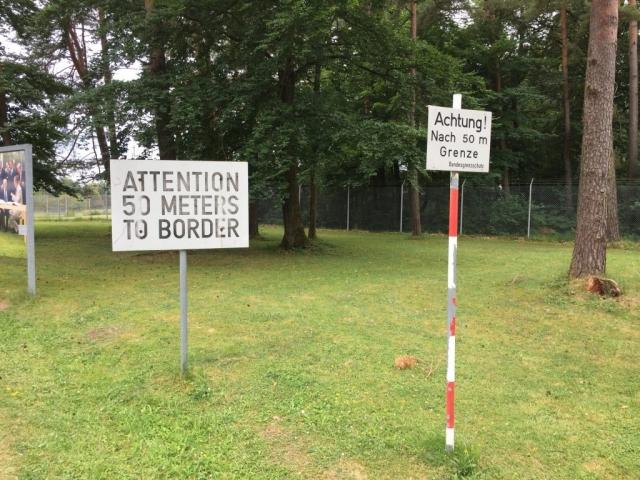 Grenzhinweisschilder