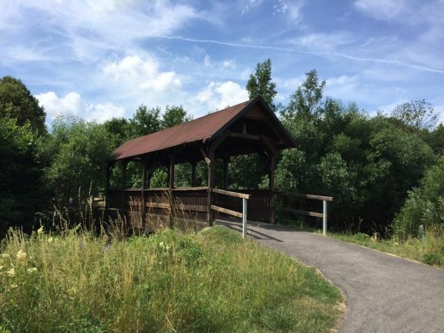 Wunderschöne Holzbrücke