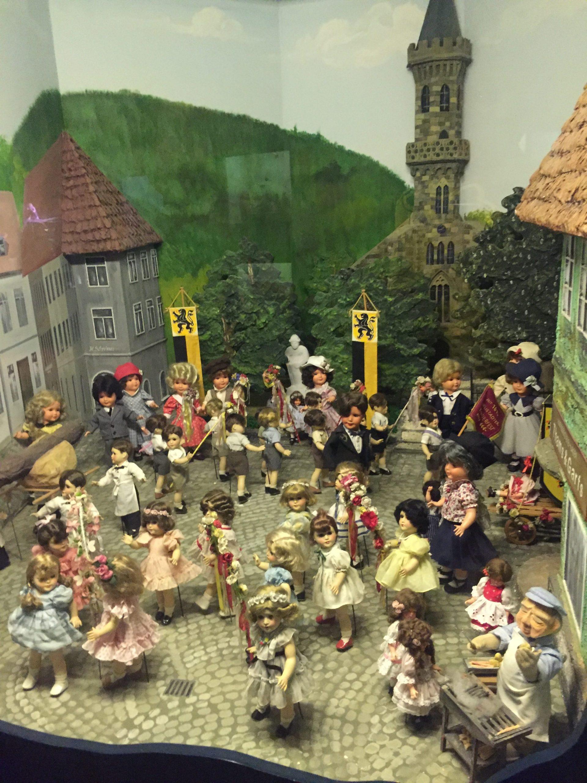 Traditionelle Puppen anderer deutscher Regionen