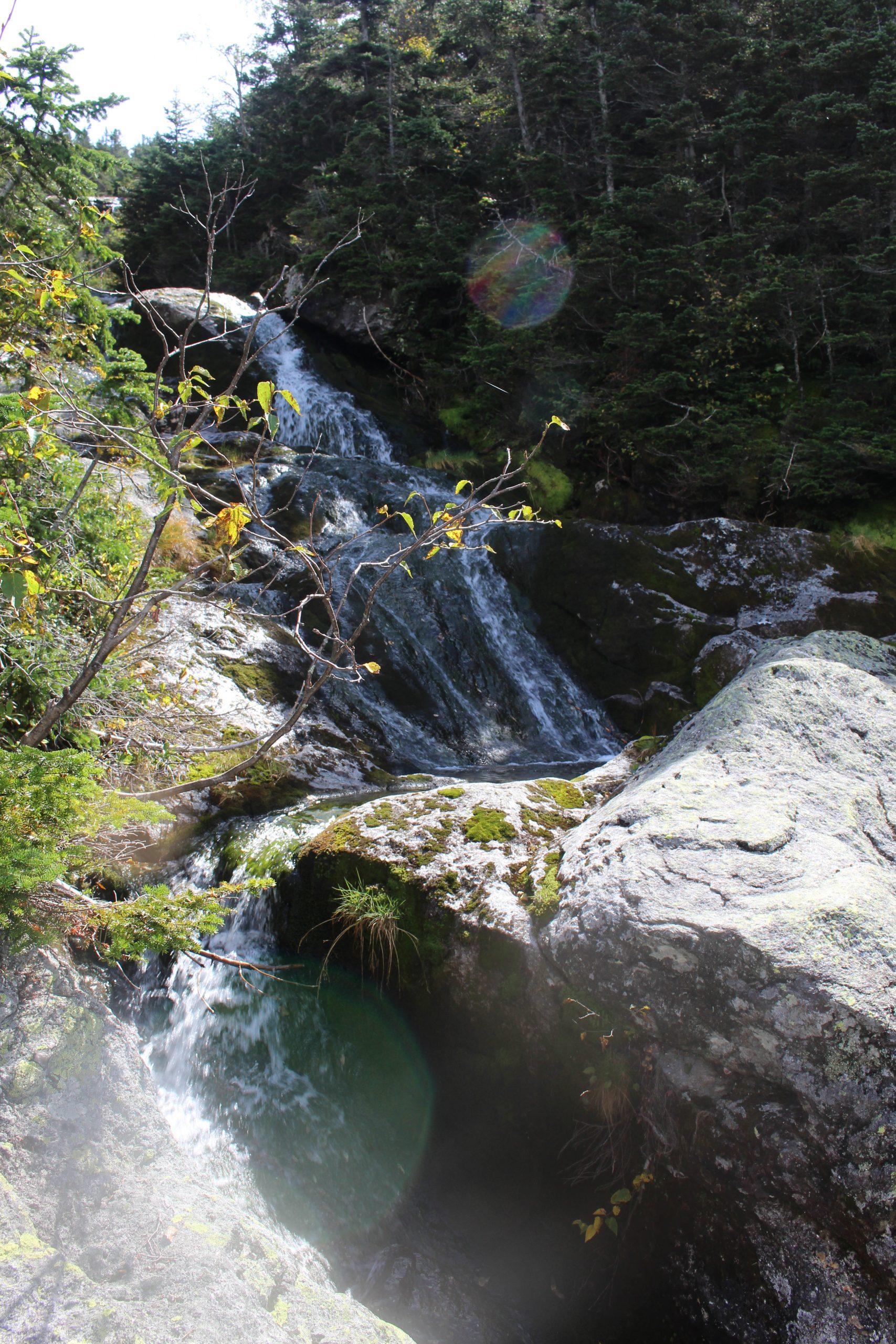 Zwischendurch tosende Wasserfälle